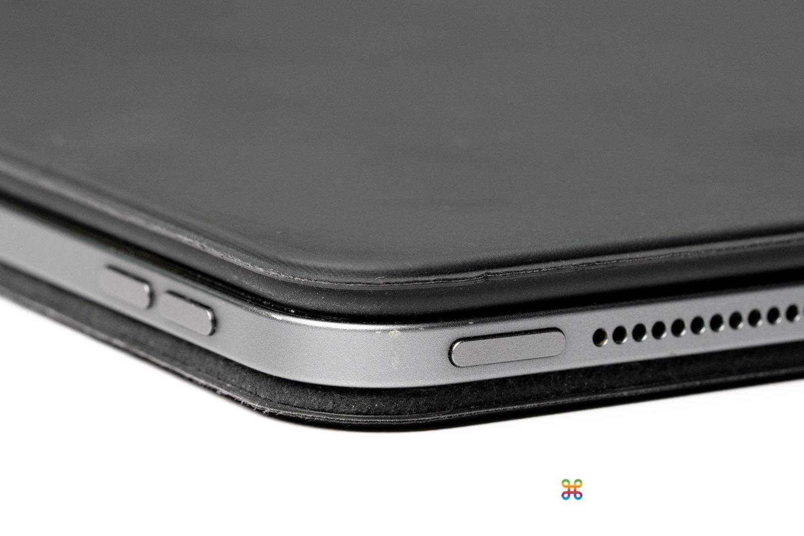 沒裝殼的 iPad 受傷了