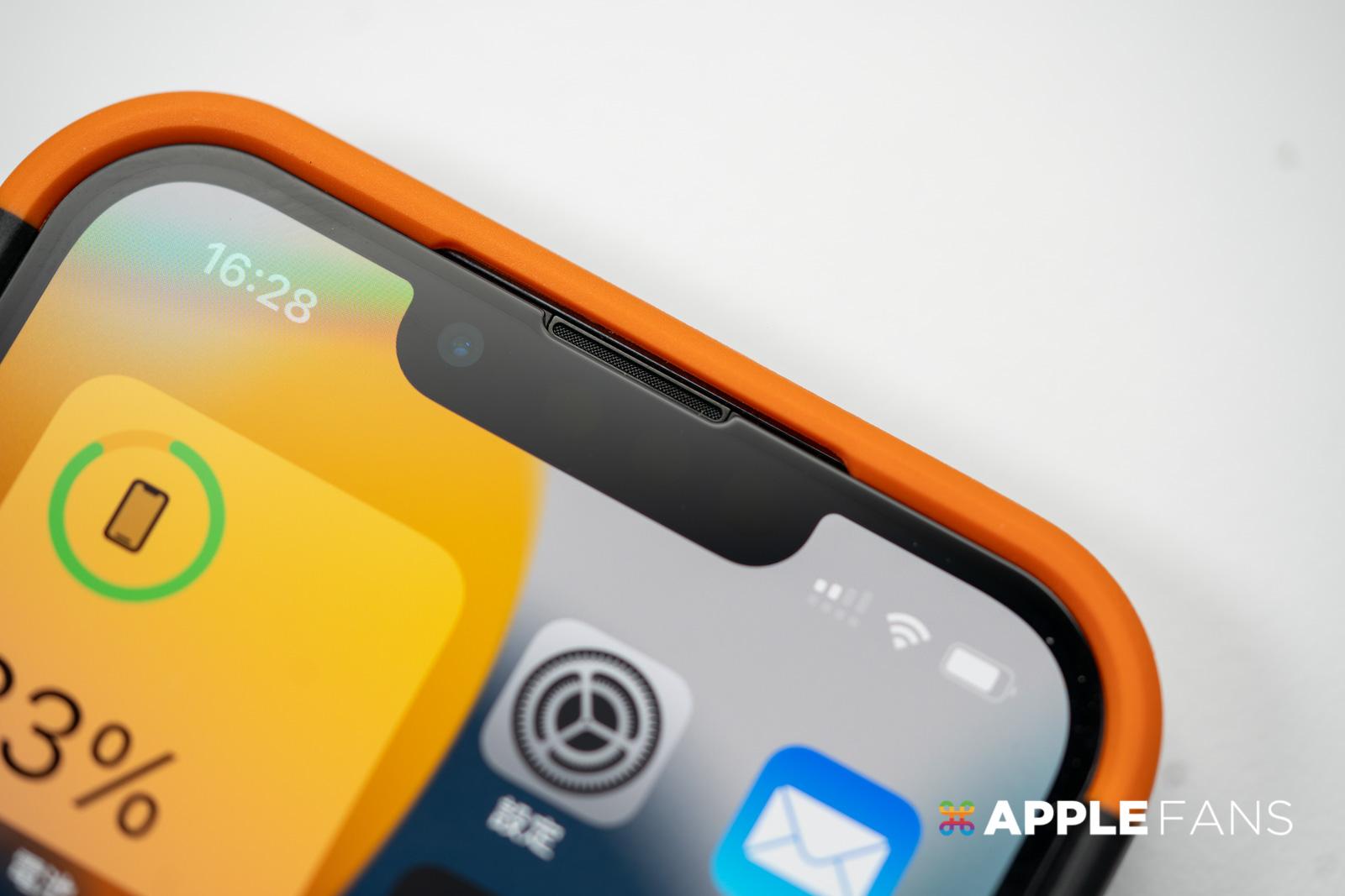 iPhone 13 Pro 的聽筒位置改變