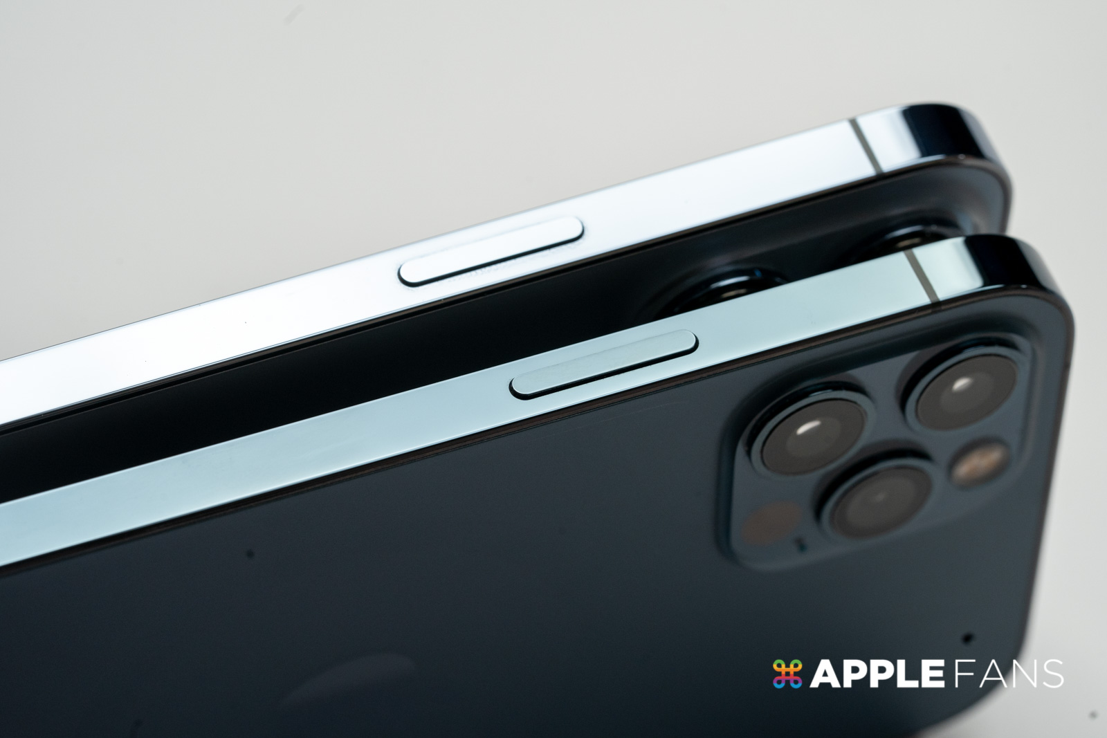 iPhone 13 的電源鍵位置下移